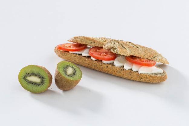 calorias tostada integral con aceite y tomate